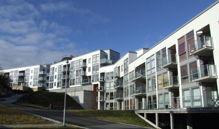 Bildet av fasade på blokker på Stongafjellet, Askøy