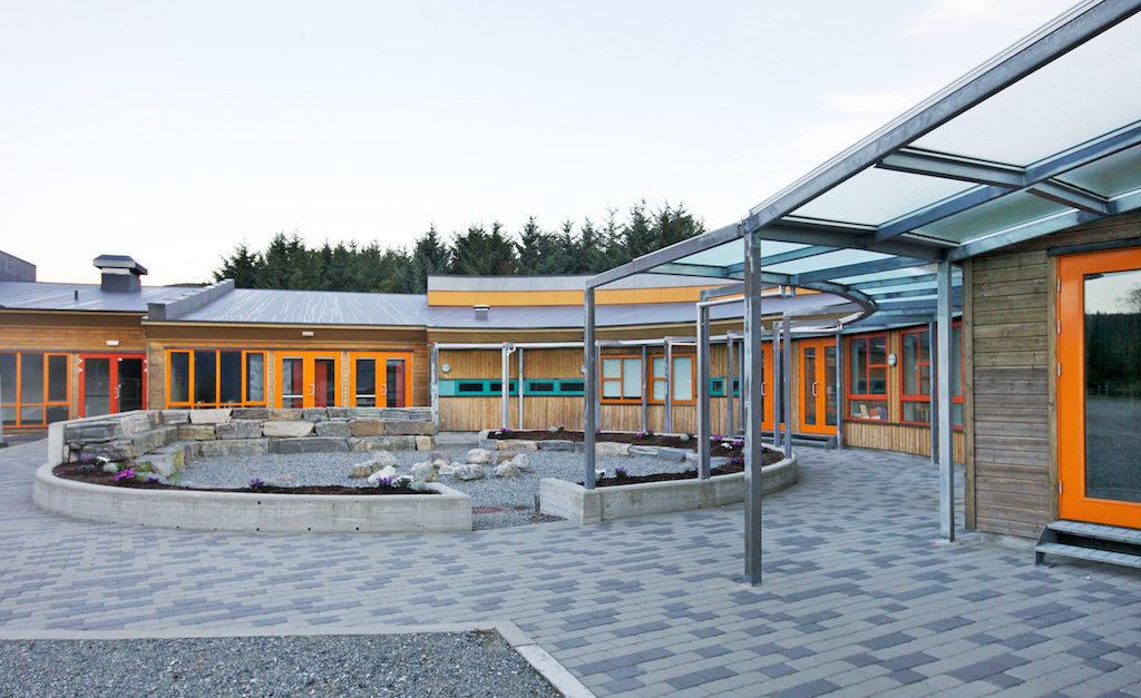 Fasade Sæbø skole